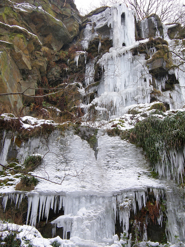 1scout-rocks-ice-falls-for-club